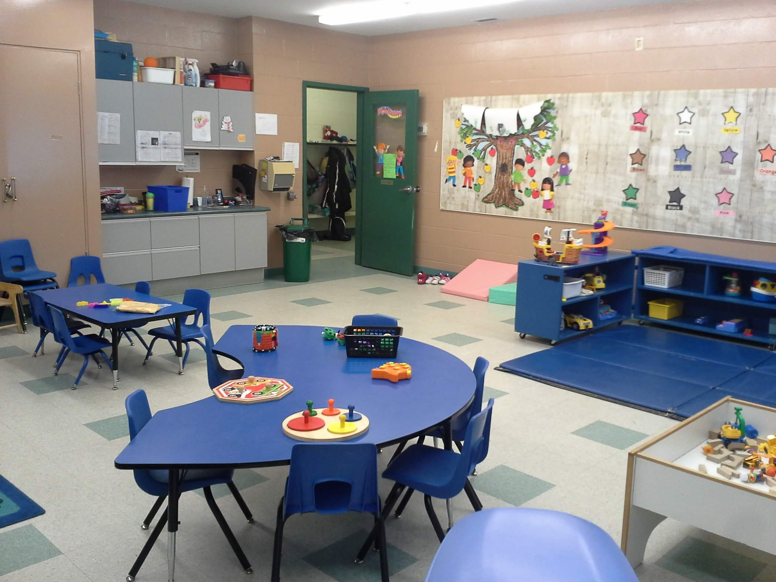 tables and cubbies